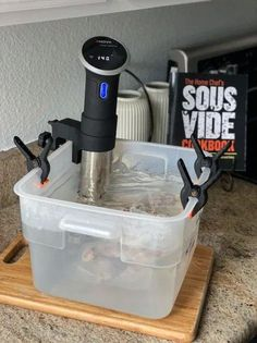 Beginners tips for sous viding chicken using the Anova sous vide machine. This guide features highlights from The Home Chef's Sous Vide Cookbook. | sipbitego.com #sipbitego #sousvide #sousvidecooking #immersioncirculator #precisioncooking #cooking #cookingtechniques