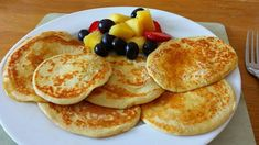 Oat pancakes oats 2 eggs muller light yogurt blend frylight to cook Recipe from Sarah slimming world recipes fast diet Slimming World Deserts, Slimming World Recipes Syn Free, Slimming World Breakfast, Slimming World Syns, Best Breakfast, Breakfast Pancakes, Slimming World Oat Pancakes, Breakfast Bites, Sliming World