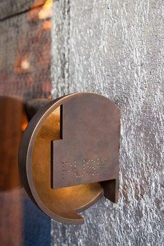 Door handel Editions de Parfums Boutique - steven holl: Bill thinks the design is better suited to be a wall sconce. Door handel Editions de Parfums Boutique - steven holl