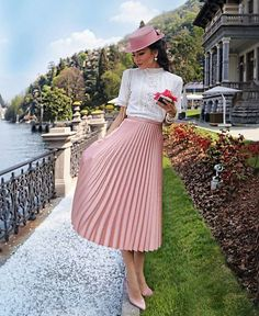 A virtuous Christian lady looking so very feminine, and proper in her nice accordion pleated skirt. Modest Outfits, Classy Outfits, Modest Fashion, Skirt Fashion, Hijab Fashion, Fashion Dresses, Stylish Outfits, Fashion Fashion, Pleated Skirt Outfit