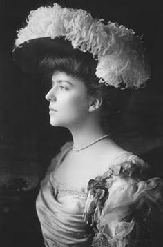 Alice Roosevelt, behaving momentarily and looking fabulous in the meantime.
