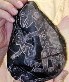Ica stone from Peru showing a dinosaur and a human. Dinosaurs were extinct. Piedra Inca mostrando a un dinosaurio con un humano ? cuando se supone que los dinosaurios ya estaban extintos.