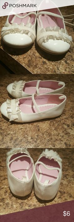 SIZE 9 TODDLER HEALTH TEX DRESS SHOES EUC SIZE 9 TODDLER HEALTH TEX DRESS SHOES WOULD BE SUPER CUTE FOR EASTER VERY SMALL SCUFF ON ONE SHOE BARELY NOTICEABLE Shoes Dress Shoes
