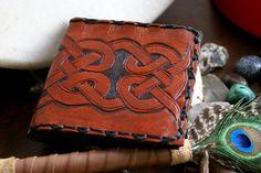 Hey, j'ai trouvé ce super article sur Etsy, chez https://www.etsy.com/fr/listing/86499523/cuir-portefeuille-celtic-mens-leather