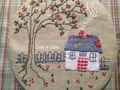 Cose y calla : Patchwork Hand Embroidery Designs, Vintage Embroidery, Embroidery Applique, Cross Stitch Embroidery, Embroidery Patterns, House Quilt Patterns, Cushion Embroidery, Fabric Art, Quilting Projects