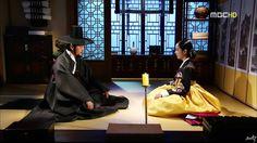 Dong Yi(Hangul:동이;hanja:同伊) is a 2010 South Korean historical television drama series, starringHan Hyo-joo,Ji Jin-hee,Lee So-yeonand Bae Soo-bin.About the love story betweenKing Sukjong, it aired onMBC. 남인의 책사 장무열