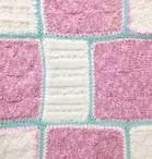 Wiegdeken   Van Onze Tafel  Nieuw in de webwinkel!  Handgemaakt wiegdekentje in de kleuren roze, creme en mint. Afmeting 58 x 54 cm. Materiaal katoen. De blokken zijn verschillend van formaat, de vierkante is 17 cm. Met gestreepte voering. € 23,-  http://www.vanonzetafel.nl/webwinkel/wiegdeken