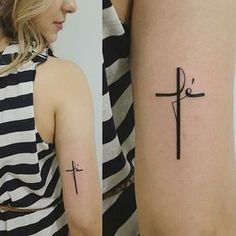 Love this tatoo Mini Tattoos, Little Tattoos, New Tattoos, Body Art Tattoos, Tatoos, Faith Tattoos, Cross Tattoo On Wrist, Small Cross Tattoos, Cross Tattoos For Women