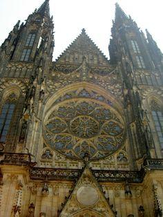 stavby Karla IV -Se stavbou gotické katedrály v podobě, jak ji známe dnes, bylo… Middle Ages, Barcelona Cathedral, Celtic, The Past, Country, City, Building, Travel, Praha