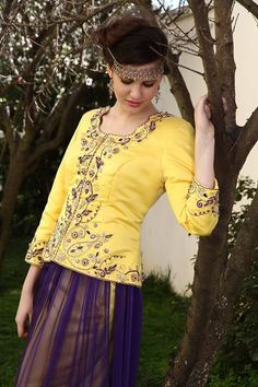OrientalCouture — Algerian Traditional Karakou Made in Algiers . Style Couture, Haute Couture Fashion, Embroidery On Clothes, Embroidery Dress, Arabic Dress, Armani Prive, Hijab Outfit, Western Outfits, Indian Bridal