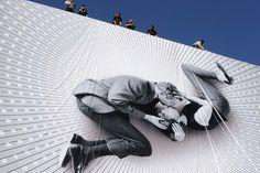 IlPost - Cannes, Francia - Operai al lavoro mentre montano il a href=http://www.ilpost.it/2013/03/22/il-poster-del-festival-di-cannes-2013/grosso manifesto/a sul palazzo del 66esimo Festival del cinema di Cannes. Il poster mostra lattore Paul Newman e lattrice Joanne Woodward sul set del film  Il mio amore con Samantha, del 1963 (AP Photo/Lionel Cironneau)