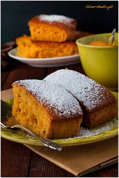 Rewelacyjne ciasto dyniowe przygotowane na jogurcie naturalnym. Ciasto jest aromatyczne, słodkie i wilgotne.