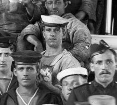 Vintage Sailor, Vintage Men, Vintage Images, Navy Life, Merchant Navy, Photo Chat, Men In Uniform, Navy Ships, Royal Navy