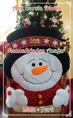 Hermosos muñecos navideños elaborados en paño lency estampado y cosidos a mano. Se adaptan a cualquier tipo de silla. ... Christmas Crafts, Christmas Ornaments, Christmas Ideas, Snowman, Holiday Decor, Home Decor, Scrappy Quilts, Slipcovers For Chairs, Holiday Decorating