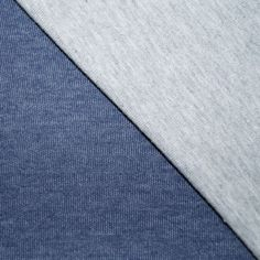 Mooie tricot, de ene zijde is jeansblauw, de andere zijde is grijs gemeleerd. Leuk om te gebruiken voor kleding. Ook verkrijgbaar in andere kleuren.
