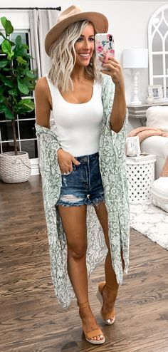 30 Preppy Summer Outfits To Copy Now 2019 white tank top The post 30 Preppy Summer Outfits To Copy Now 2019 appeared first on Outfit Diy. Preppy Summer Outfits, Spring Outfits, Trendy Outfits, Cute Outfits, Summer Outfits For Vacation, Beach Outfits Women Summer, Outfit Summer, Dance Outfits, Summer Clothes