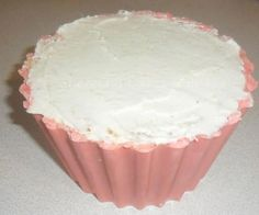 Giant Cupcake Tutorial Recipe and Examples on baking and making your Giant Cupcake. A wonderful Vanilla Sponge Recipe from the Pink Whisk too plus fan photo's.