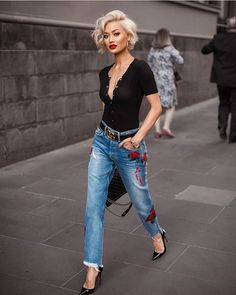 Street style look com calça jeans e blusa polo. 8 looks super chic com jeans Look 2017, Looks Jeans, Cute Shorts, Mode Outfits, Club Outfits, Mode Inspiration, Fashion Inspiration, Look Fashion, Street Fashion