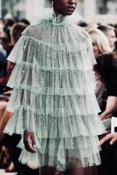Valentino Spring 2019 Ready-to-Wear Fashion Show Valentino Spring. - Valentino Spring 2019 Ready-to-Wear Fashion Show Valentino Spring 2019 Ready-to-Wear - Look Fashion, Trendy Fashion, Runway Fashion, Fashion Art, Fashion Show, Fashion Outfits, Womens Fashion, Dress Fashion, Fashion Spring