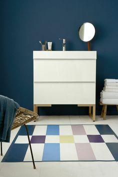 Bleu canard pour la salle de bain - j'aime beaucoup le tapis, belle harmonie de couleurs...