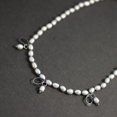 Three leaf pearl necklace