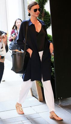 Miranda Kerr loves her Mansur Gavriel bucket bag--check out the pictures! First Date Outfits, Cool Outfits, Simple Outfits, Spring Outfits, Mansur Gavriel Bucket Bag, Miranda Kerr Style, Tall Women, Fashion Advice, What To Wear