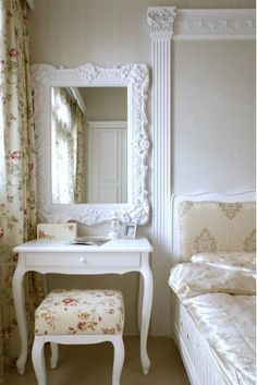 A short guide to painting your room - HomeDBS Couple Bedroom, Girls Bedroom, Bedrooms, Vintage Shabby Chic, Shabby Chic Decor, Home Bedroom, Bedroom Decor, Interiores Shabby Chic, Dressing Table Vanity