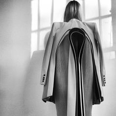 Sculptural Fashion - experimental fashion design using deconstructed tailored jackets to create shape and structure with bold layers; By Robert Wun Geometric Fashion, 3d Fashion, Fashion Details, High Fashion, Sculptural Fashion, Contemporary Fashion, Textiles, Deconstruction Fashion, Structured Fashion