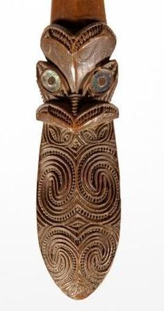Wood Carving Art, Bone Carving, Wood Carvings, Club Weapon, Maori Words, Maori Tribe, Maori Patterns, Maori People, Facial Tattoos