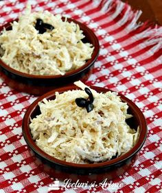 Salata de telina cu piept de pui si dressing de iaurt cu maioneza. O salata simpla, usor de facut, care ne ajuta sa reciclam pieptul de pui din supa.