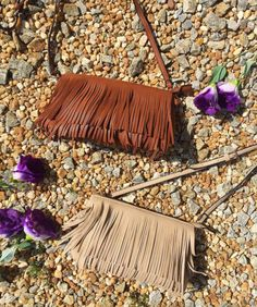 •NEW• Ahh the perfect size purse for that beach trip! Shop today in the Commerce store! #fringebag #fringe #shopPD