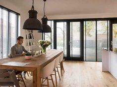4 tips voor een minimalistische woonkamer - gordijnen - woonkamer - WONEN.nl Modern Master Bathroom, Home And Living, Home Remodeling, Living Room Designs, Small Spaces, Sweet Home, Bedroom Decor, New Homes, House Design