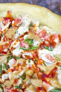"Crab Rangoon Pizza with Sweet & Sour Drizzle. This Crab Wonton Pizza is the answer to ""Pizza or Chinese? Crunchy, creamy, sweet and sour you'll find yourselves fighting over the last slice! Copycat Recipes, Pizza Recipes, Seafood Recipes, Dinner Recipes, Dinner Menu, Pizza Rustica, Small Food Processor, Food Processor Recipes, Chinese Recipes"