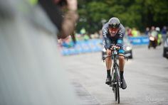Bradley Wiggins quick as a bullet in the last stretch.