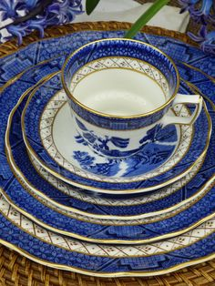 """""""Table dinner setting five pieces Royal Doulton Booths for one person, The Majestic Collection Real Blue Willow cobalt blue vintage plates gold trim: dinner plate, luncheon plate, cake plate, saucer and tea cup (with inner Willow pattern inside). The purpose of this listing is to offer the entire table dinner setting of china in well sought after pattern for one person. I can see it as a great gift idea or simply to save you time (and post and packaging fee by avoiding to buy separate pieces fro Vintage Plates, Vintage China, Starter Plates, Etsy Handmade, Handmade Items, Willow Pattern, Dinner Sets, China Patterns, Royal Doulton"""