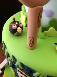 https://flic.kr/p/dSdPut | Angry birds cake | Bomb bird patiently waiting his turn