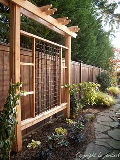 Love the look of this arbor/privacy fence  ..  Project for the hubby.
