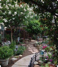 A Whole Bunch Of Beautiful & Enchanting Garden Paths - Style Estate - Garden Structures, Garden Paths, Garden Landscaping, Landscaping Ideas, Beautiful Home Gardens, Amazing Gardens, Back Gardens, Outdoor Gardens, Dream Garden