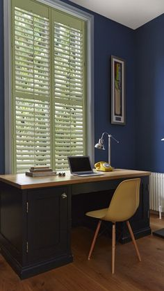 What window treatments do you use with dark navy walls? My answer is bright and light shutters, like these from @hillarysblinds! Check out my greek inspired blue blinds on their website too!