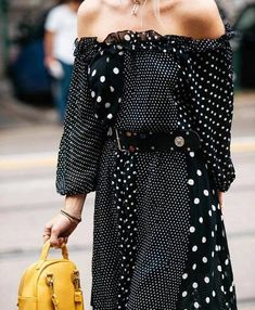 Discover ideas about dots fashion. february polka dots is the new street style Look Street Style, Street Style Trends, Street Style Women, Dots Fashion, Girl Fashion, Style Fashion, Fashion Top, Fashion Spring, Fashion Details