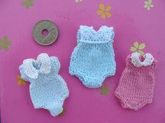 Crochet Doll Clothes, Knitted Dolls, Crochet Bunny, Crochet Toys, Mini Doll House, Barbie Clothes Patterns, Tiny Dolls, Crochet Designs, Miniature Dolls