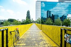 There is a lot of art to find in our city. Want to explore the some of the art in Rotterdam? Use our Art Route in Rotterdam for some inspiration. Colorful Pictures, Cool Pictures, Cool Photos, The Darjeeling Limited, Grand Budapest Hotel, Weekend Activities, Bridge Design, Central Station, Netherlands