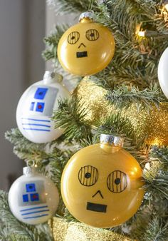 Droid Themed Star Wars Christmas Tree - Droids Star Wars - Ideas of Droids Star Wars - Fans of Star Wars will love this droid themed Christmas tree! Learn how to easily make your own and ornaments. Star Wars Christmas Decorations, Star Wars Christmas Tree, Disney Christmas Ornaments, Christmas Tree Themes, Christmas Crafts, Xmas Ornaments, Christmas Christmas, Christmas Lights, Star Wars
