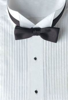 2. THE WING TIP COLLAR:  The collar points of a Wing tip collar sit flat resembling wings rather than facing down. This is a formal style collar and is explicitly designed for a tuxedo shirt. Wing collars are meant for black tie events, weddings, and other formal occasions and are typically worn with a bow tie.