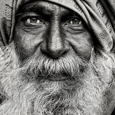 Street portrait by Mark Smart - India, Pushkar - Canon EOS 1Ds Mk II - Canon EF 70-200mm