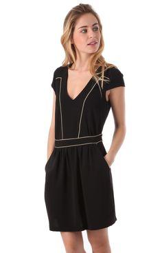 À la recherche de LA robe habillée qui fera tourner toutes les têtes ? Essayez la robe Tina - Opullence. Disponible en taille 1 et 2. Envoi en 48h.