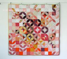 """I really like this modern orange peel quilt. I love the colors. I like the movement that comes from the asymmetry and color placement. I also love there's a mix of orange peel circles plus """"leafy"""" bits in the corners! Quilting Tutorials, Quilting Projects, Quilting Designs, Sewing Projects, Patch Quilt, Applique Quilts, Quilt Blocks, Scrappy Quilts, Mini Quilts"""