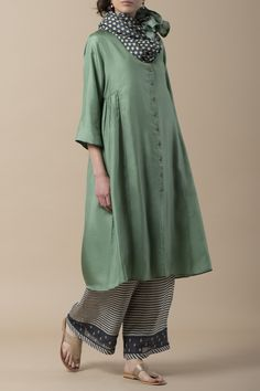 LAILA Sabreena kurta in pure silk with embellished buttons on the placket, and reverse handblock printed sleeve cuffs, matched with a silk farshi.