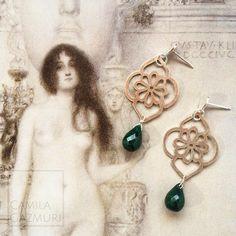 Aritos de plata 950 con esmeraldas.  Valor: $55.000