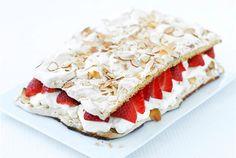 Brita-kakku by Valio Baking Recipes, Dessert Recipes, Desserts, Finnish Recipes, Piece Of Cakes, Pavlova, Yummy Cakes, Food And Drink, Yummy Food